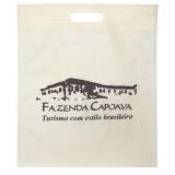 sacola em tnt personalizada com alça vazada valor Jardim Campo Belo I